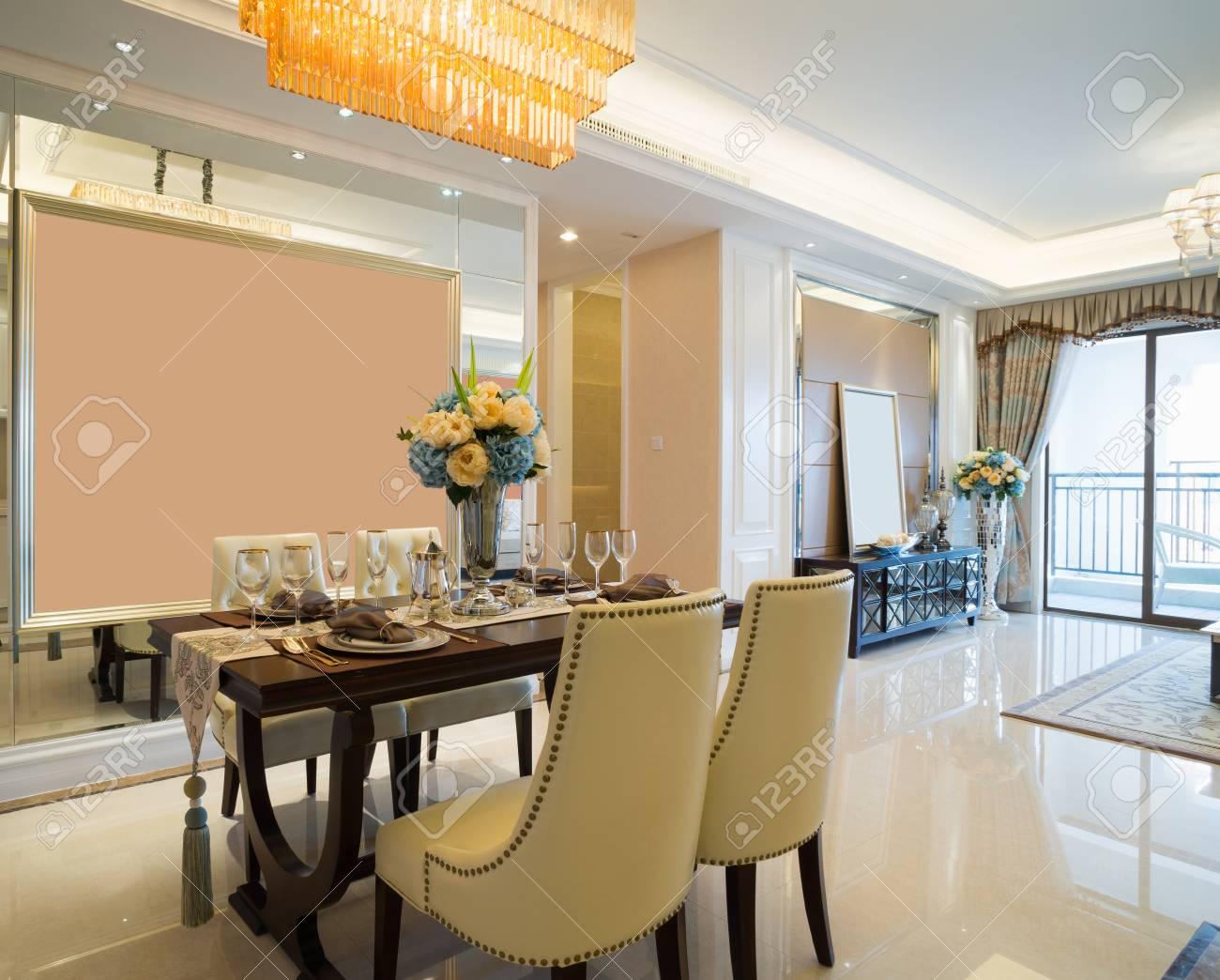 luxus esszimmer, luxus-esszimmer mit schöner dekoration und möbel lizenzfreie fotos, Design ideen