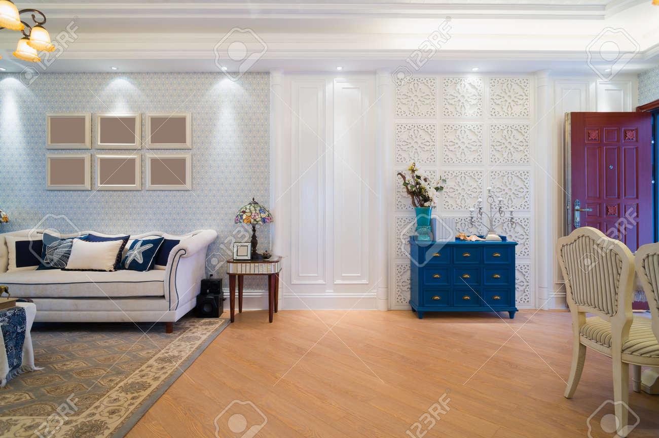 Salon Classique Avec Un Design Agréable Et La Décoration Banque D ...