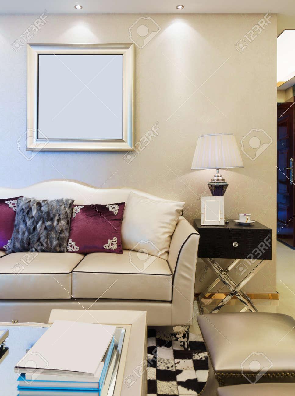Moderne Wohnzimmer Mit Schönen Dekoration Lizenzfreie Fotos, Bilder ...