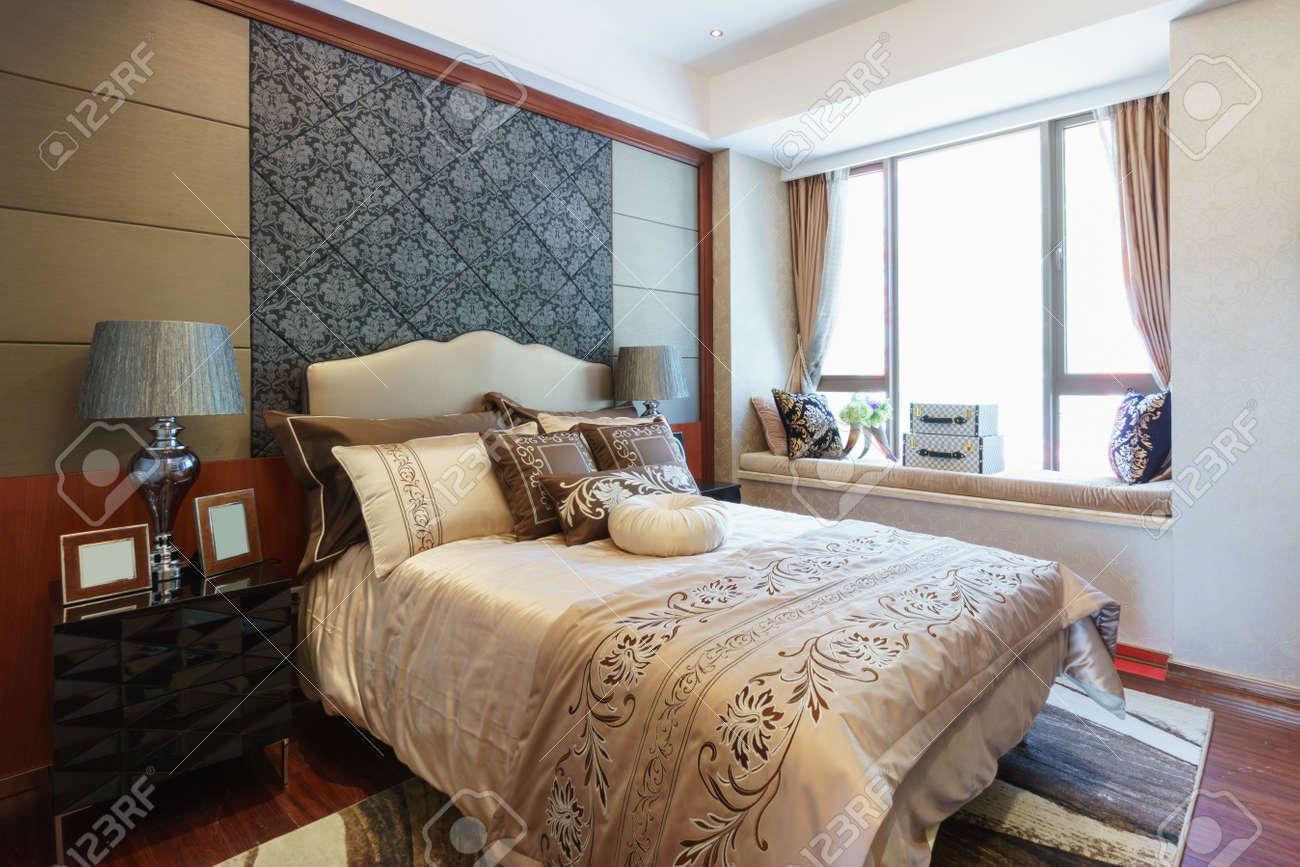 luxury bedroom with nice decoration Standard-Bild - 35604389