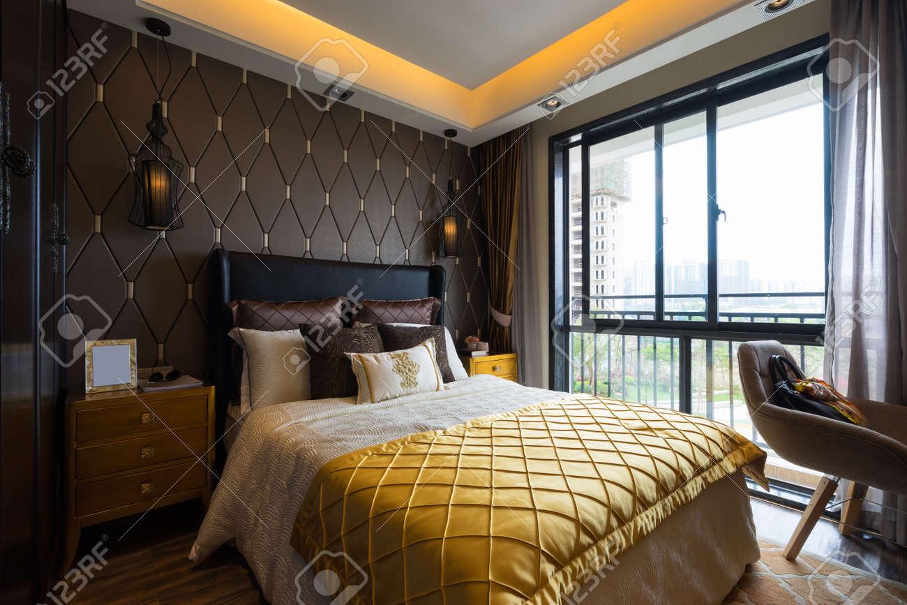 Schon Luxus Schlafzimmer Mit Schönen Dekoration Standard Bild   39461235