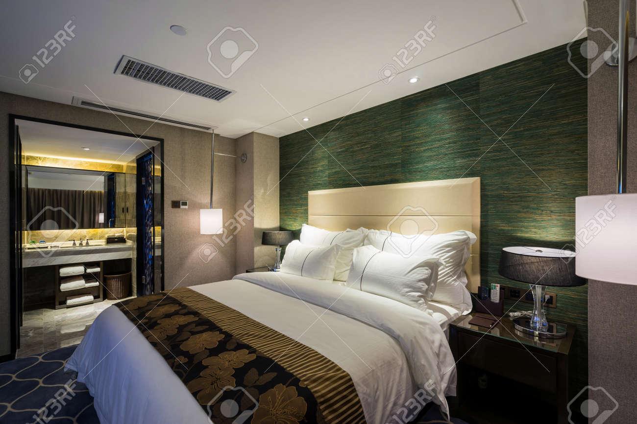 Decorazione Camere Da Letto : Camera da letto con la decorazione hotel di lusso foto royalty