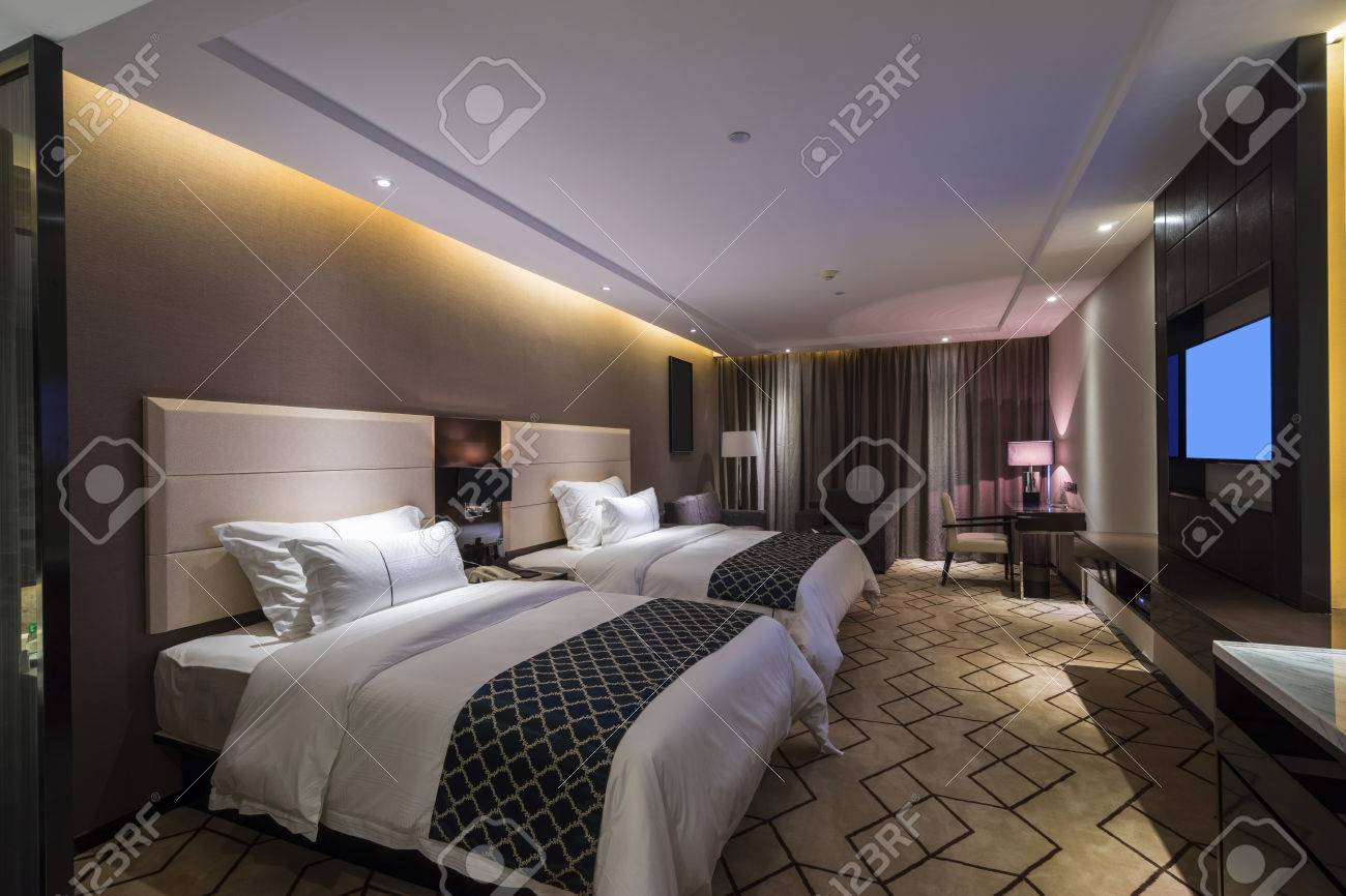 luxury hotel bedroom with nice decoration Standard-Bild - 44146540