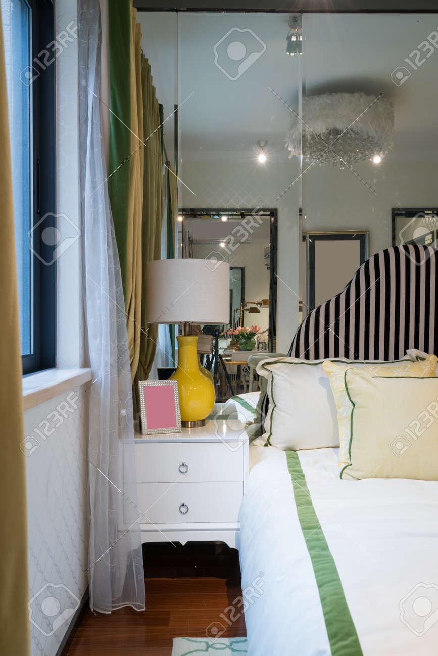 Luxus Schlafzimmer Mit Schönen Dekoration Standard Bild   55976880