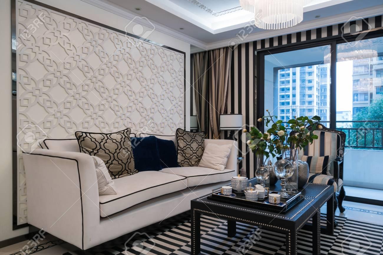 Luxus Wohnzimmer Mit Schöner Dekoration Standard Bild   55977660