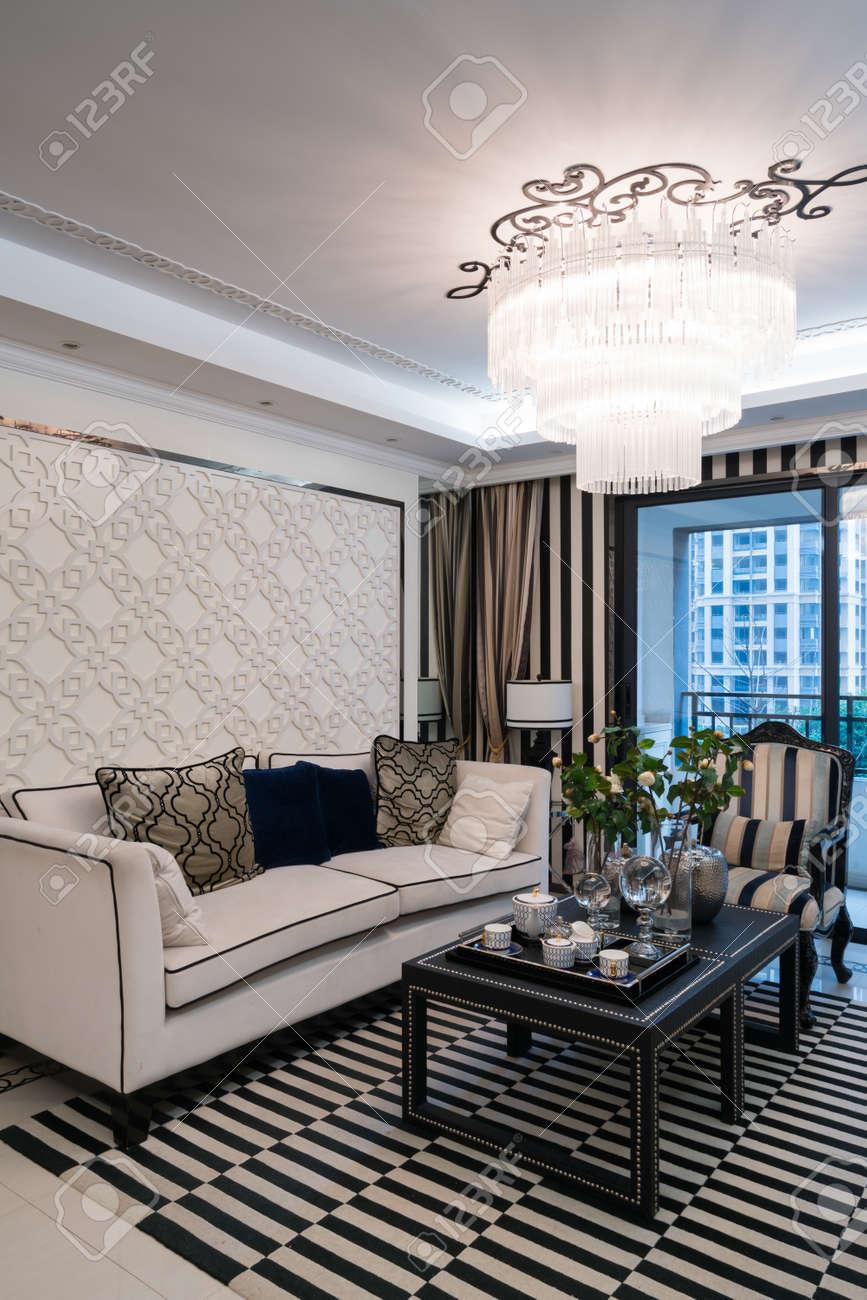 Luxus Wohnzimmer Mit Schönen Dekoration Standard Bild   56194651