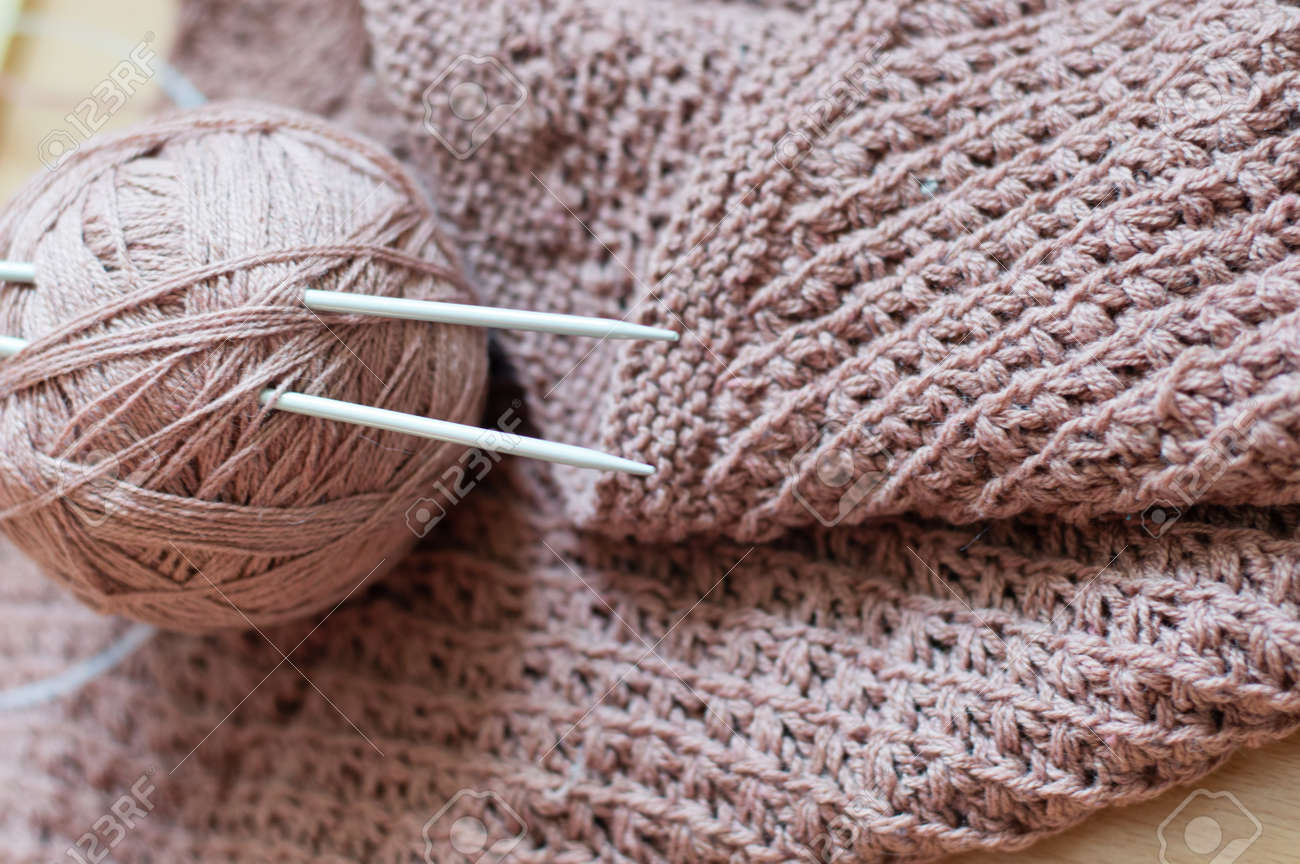 Detail of woven handicraft knit woolen design texture and clew. Fabric pink background - 26026764