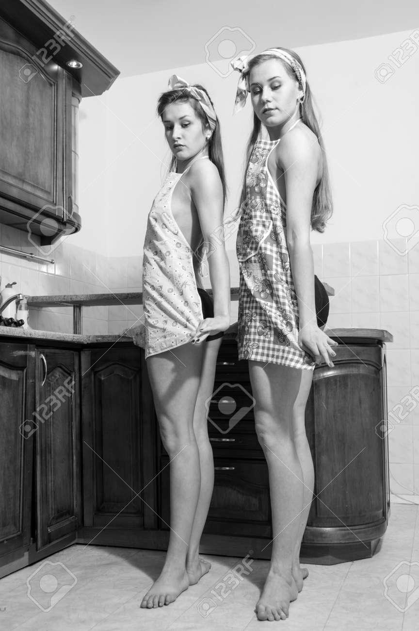 Junge Schöne Lustige Frauen Pinup-Mädchen In Der Ersten Position In ...