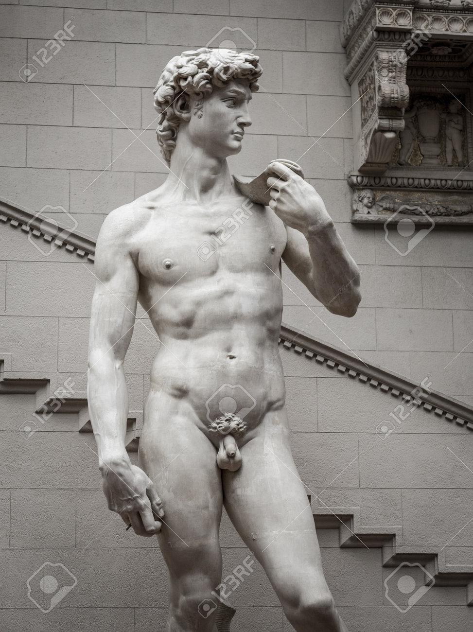 イタリアの芸術家ミケランジェロ...