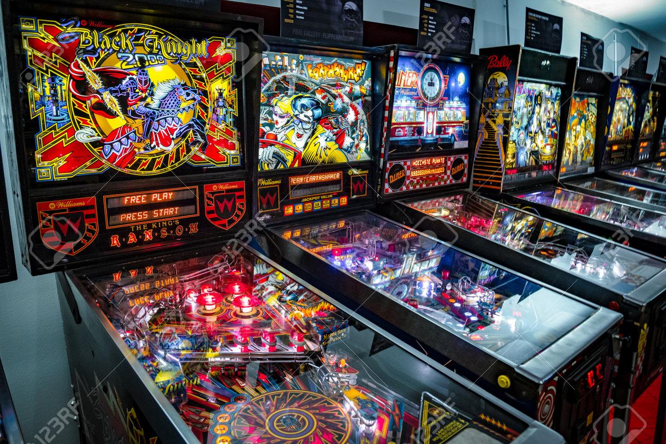25 Pinball Slot Machine