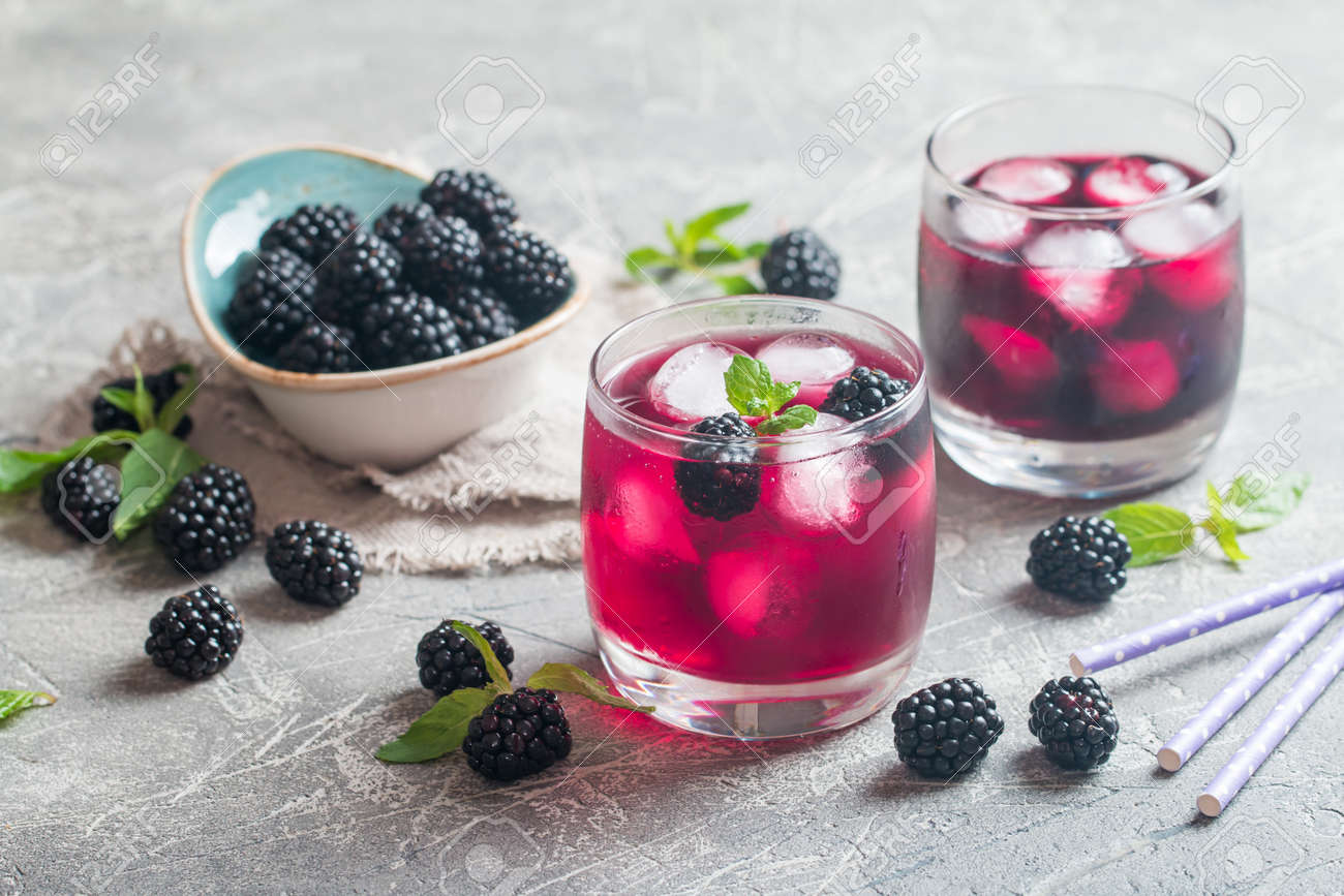 Refreshing lemonade with blackberry, ice and mint - 61554849