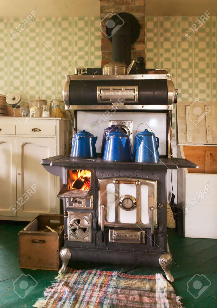 Holzofen Küche | Antik Gusseisen Holzofen Kuche Herd Lizenzfreie Fotos Bilder Und