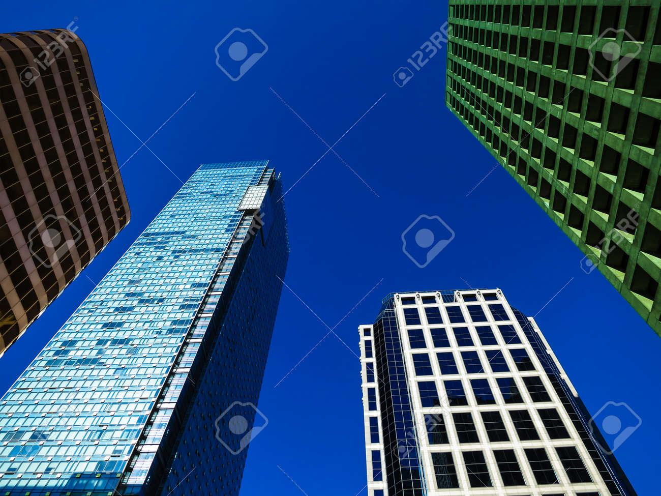 Immeubles de bureaux modernes banque d images et photos libres de
