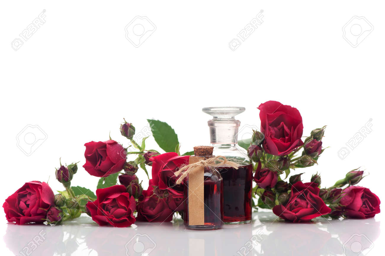 Rose oil and rose flowers. Spa and aromatherapy - 43107328