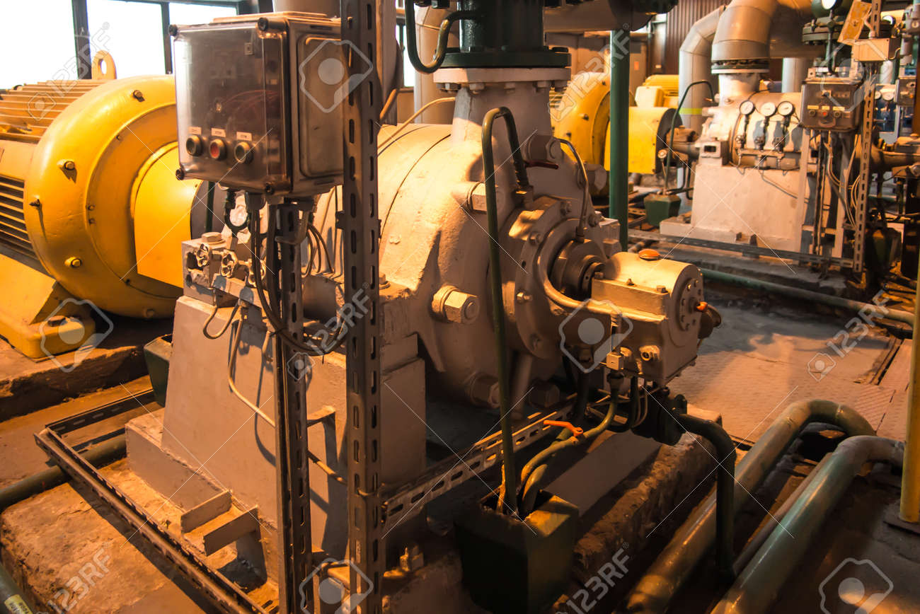 Installations with large water pumps driven by electric motors - 159489325
