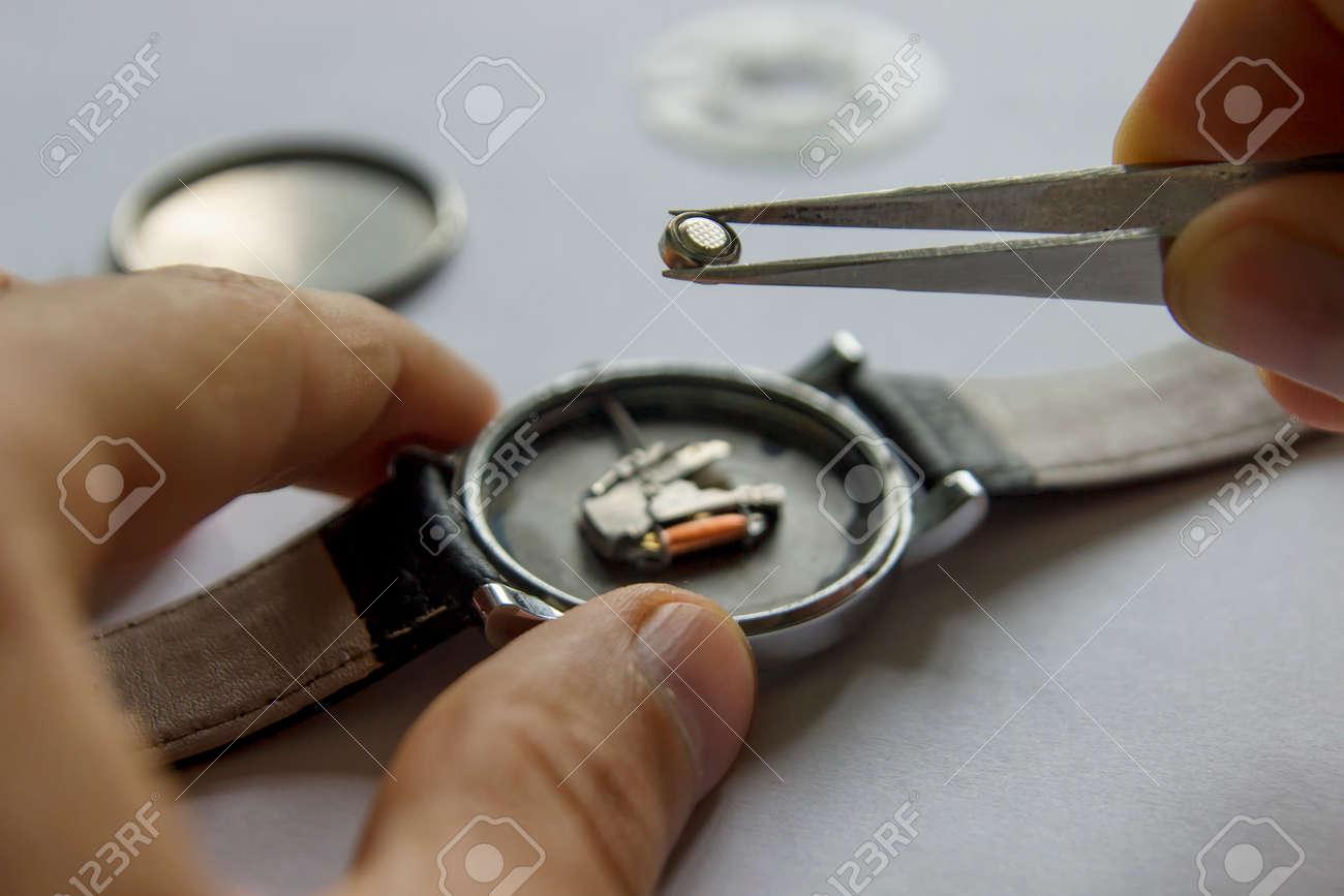 La En Un Batería PulseraReparación Sustitución De Relojes Reloj UpqLzjMGSV