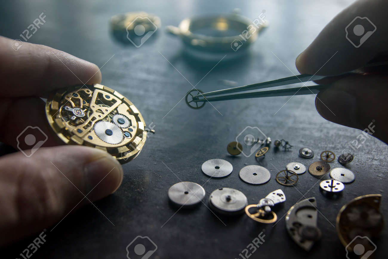 The process of repair of mechanical watches - 89351327