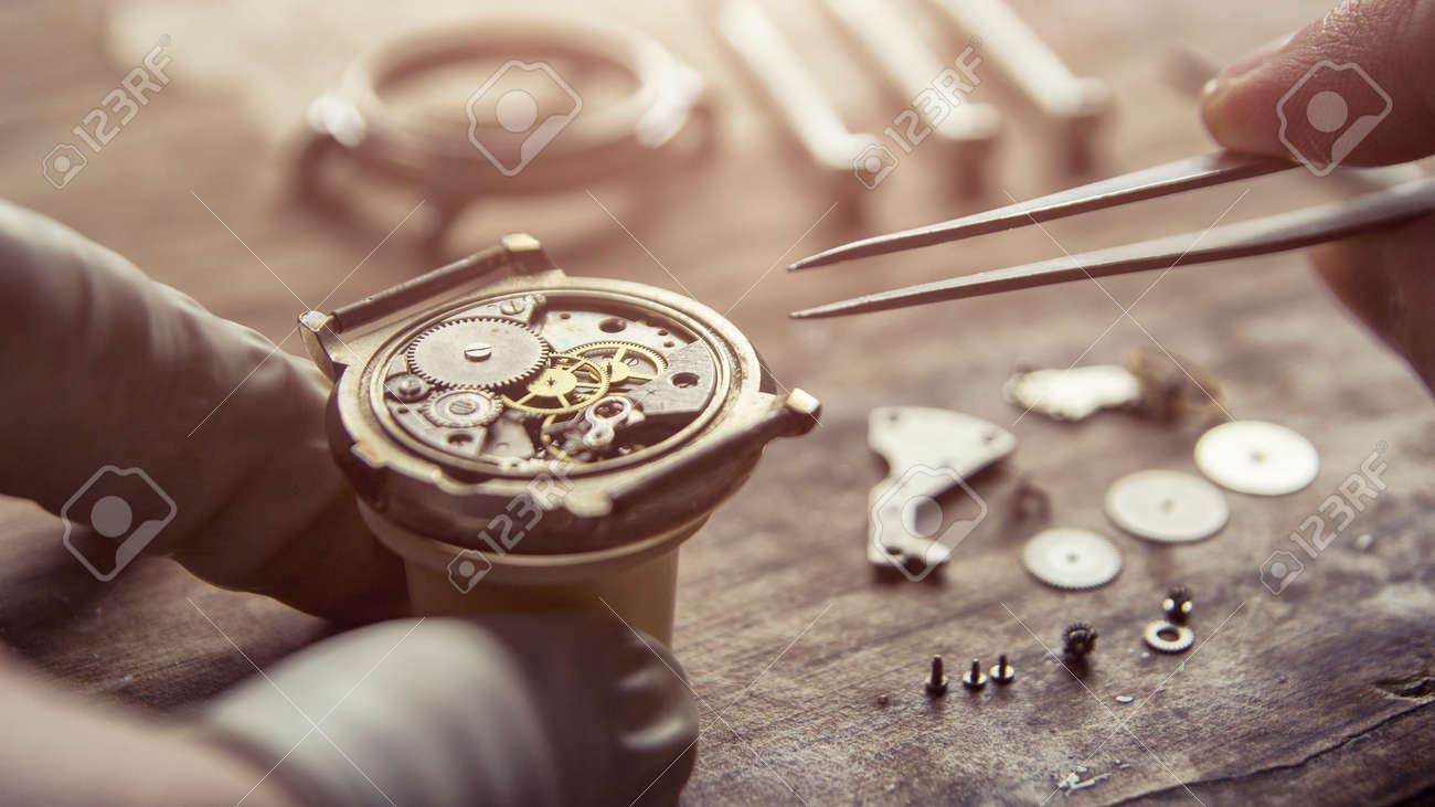 Watchmaker is repairing the mechanical watches in his workshop - 114117836