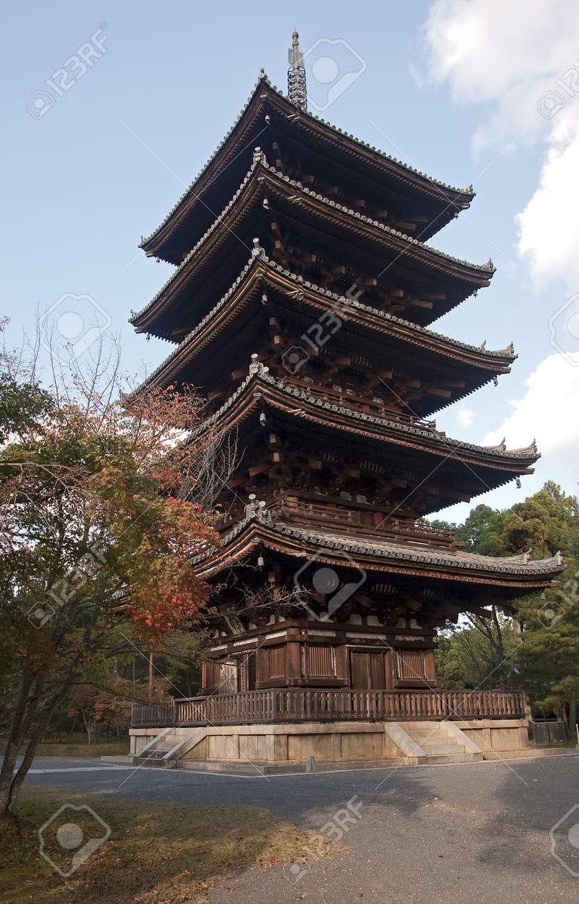 京都の歴史的な東寺五重塔 の写真素材画像素材 Image 16950727