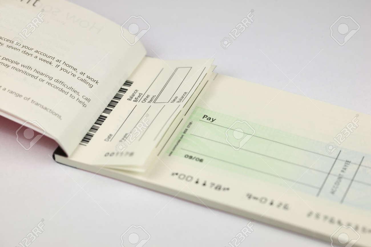 小切手のコピーのためのスペースを持つ空白の小切手帳スタブ の写真 ...