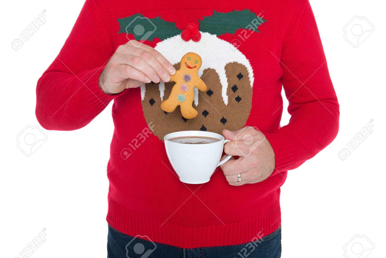 Warme Kersttrui.Man Draagt Een Kerst Trui Over Een Gingerbread Man In Een Kop