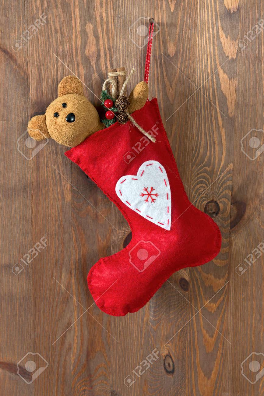 Red Weihnachtsstrumpf Mit Einem Handgemachten Teddybären Und ...