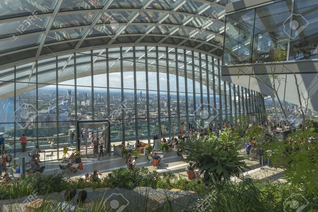 Ufficio Elegante Uk : London uk 4 luglio 2015: il giardino sky a 20 fenchurch street è