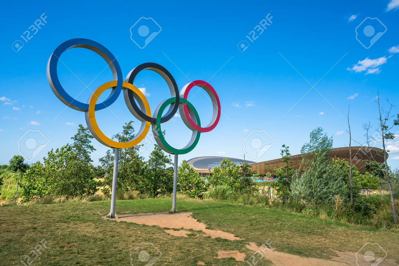 London Uk August 7 2016 The Olympic Games Symbol In The Stock