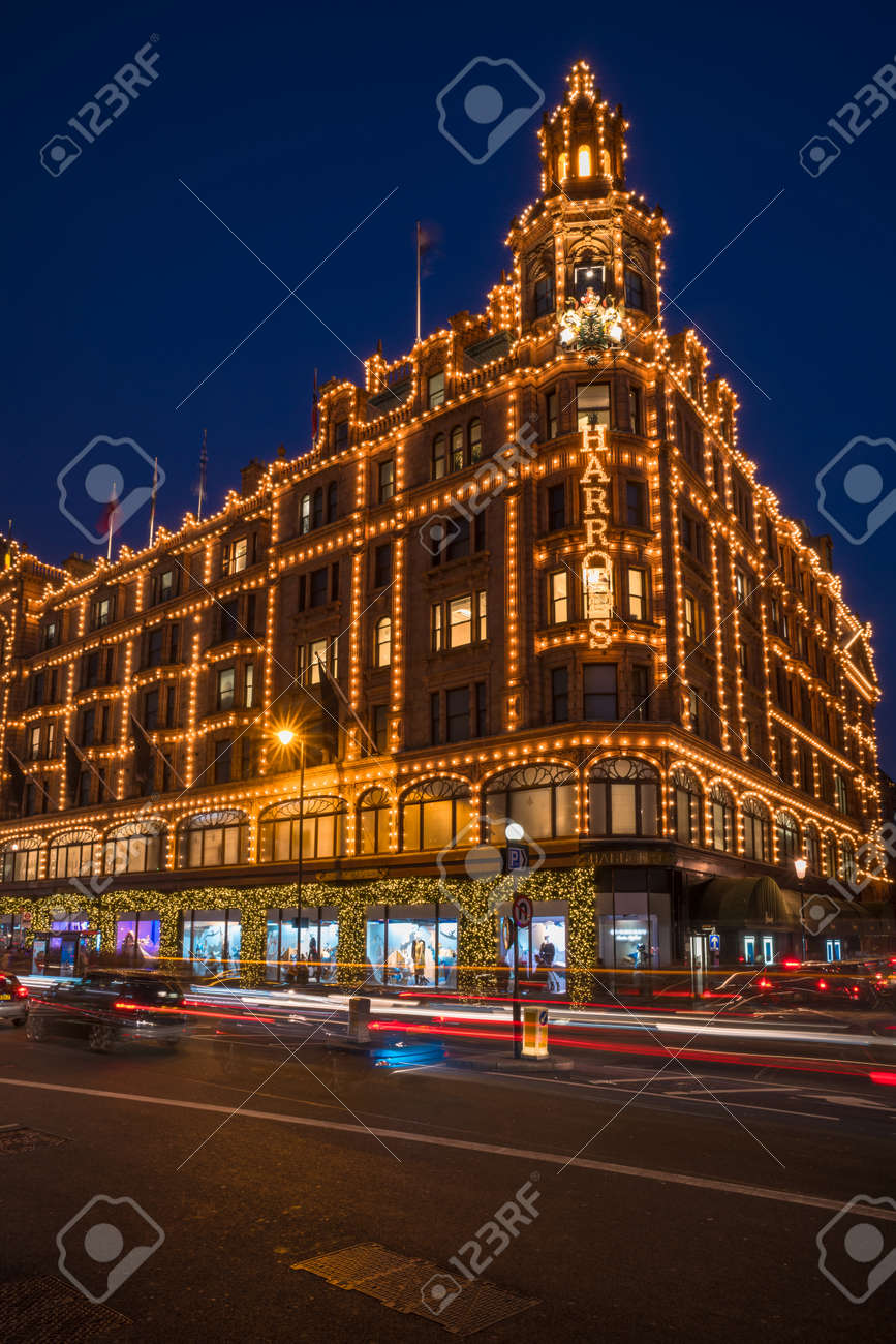 Decorazioni Natalizie Londra.Immagini Stock Londra 26 Novembre 2016 Vista Di Harrods Con