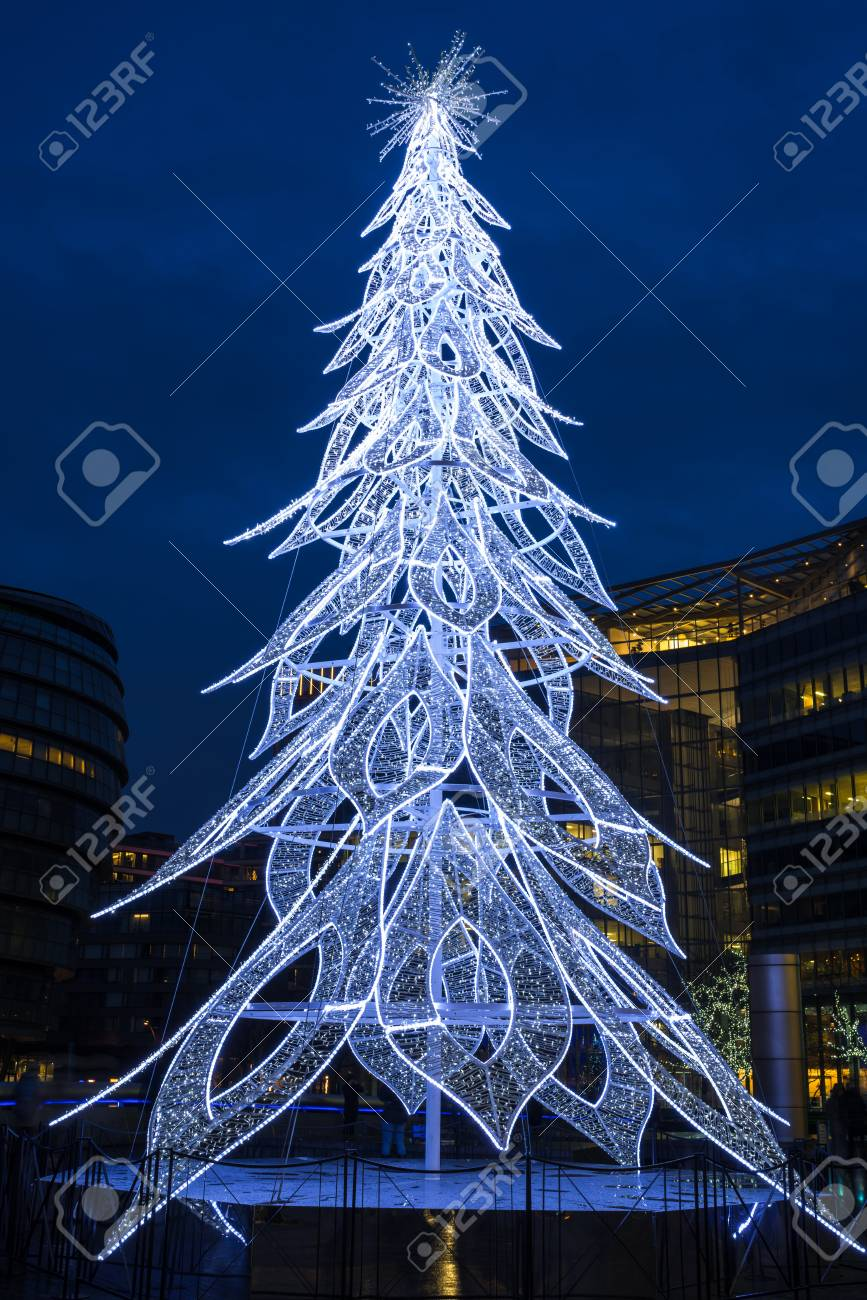 London Uk December 16 2017 A Large Contemporary Led Christmas