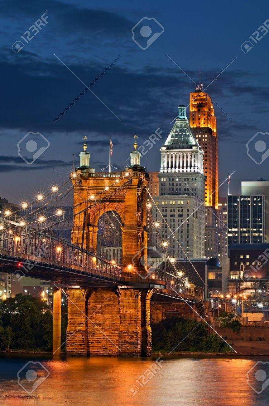 Cincinnati skyline . - 12693736