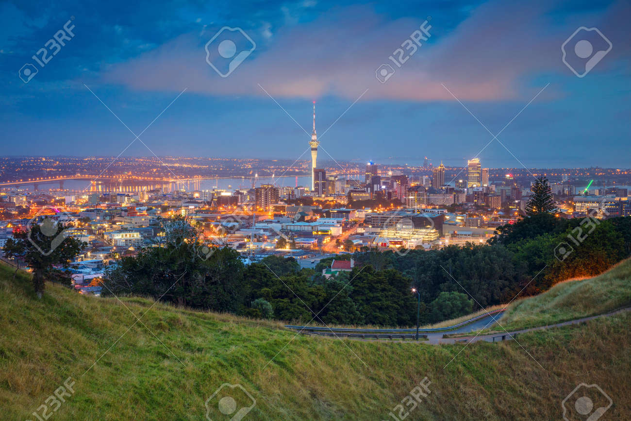 Auckland. Cityscape image of Auckland skyline, New Zealand taken from Mt. Eden at dawn. - 96642712