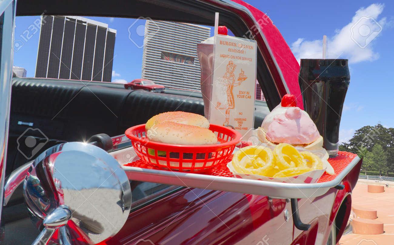 ハンバーガー フライド ポテトとソーダと 1950 s ドライブイン食品