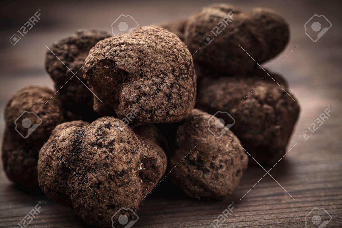 black truffle mushroom - 48005999