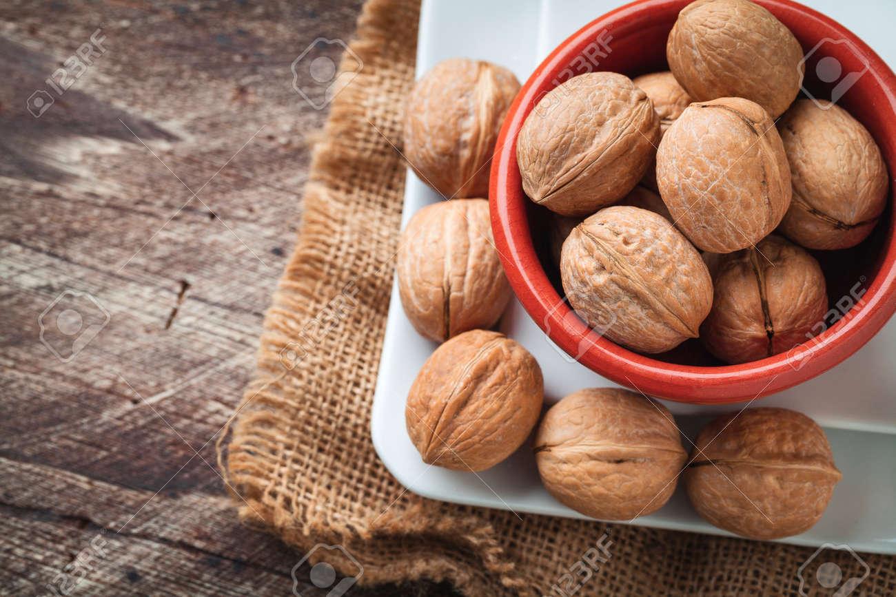 walnuts on jute - 49919900