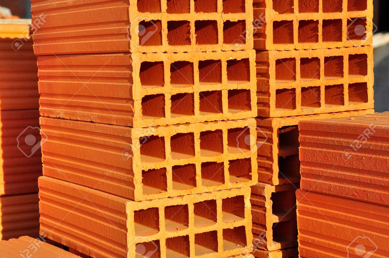 Exceptional Materiaux Pour Construire Un Mur #4: Banque Du0027images - Tas De Briques Orange Utilisé Pour Construire Des Murs