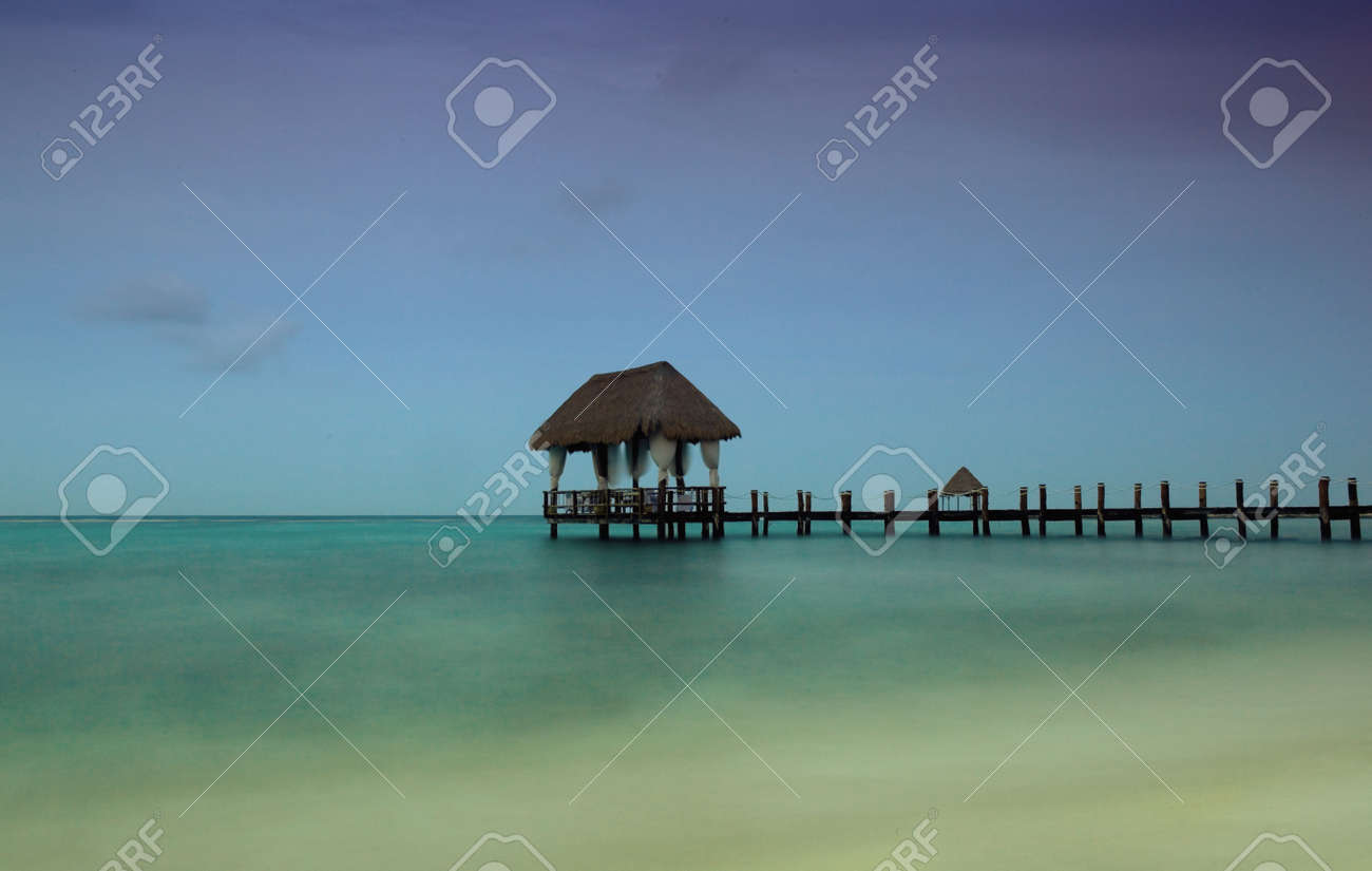 slow shutterspeed at the caribbean sea, Yucatan, Mexico Stock Photo - 7749268