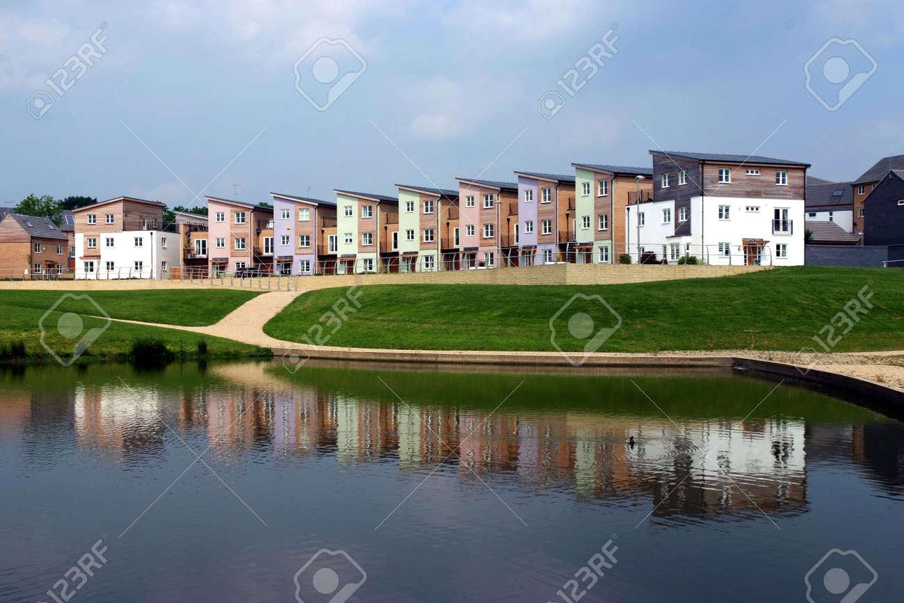 Eine Entwicklung Von Neuen Häusern, Die Meist Aus Holz Standard Bild    3087771