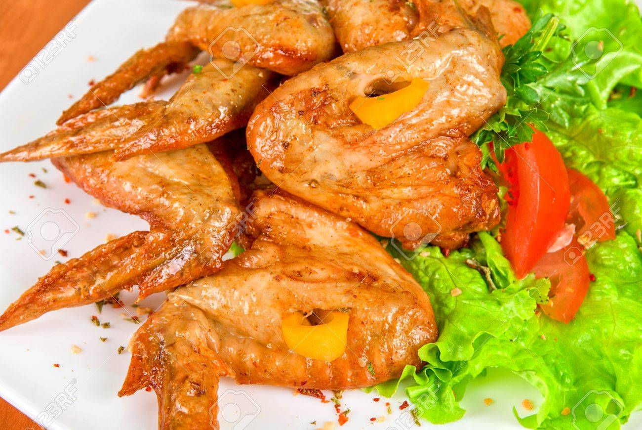 roasted chicken wings garnished with fresh green salad, pepper and greens Stock Photo - 8592579