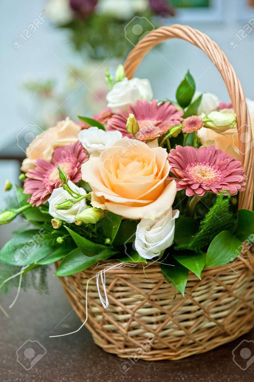 Nahaufnahme Von Schonen Hochzeitsstrauss Lizenzfreie Fotos Bilder