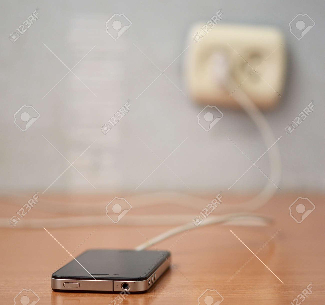 charging mobile phone Standard-Bild - 23387700