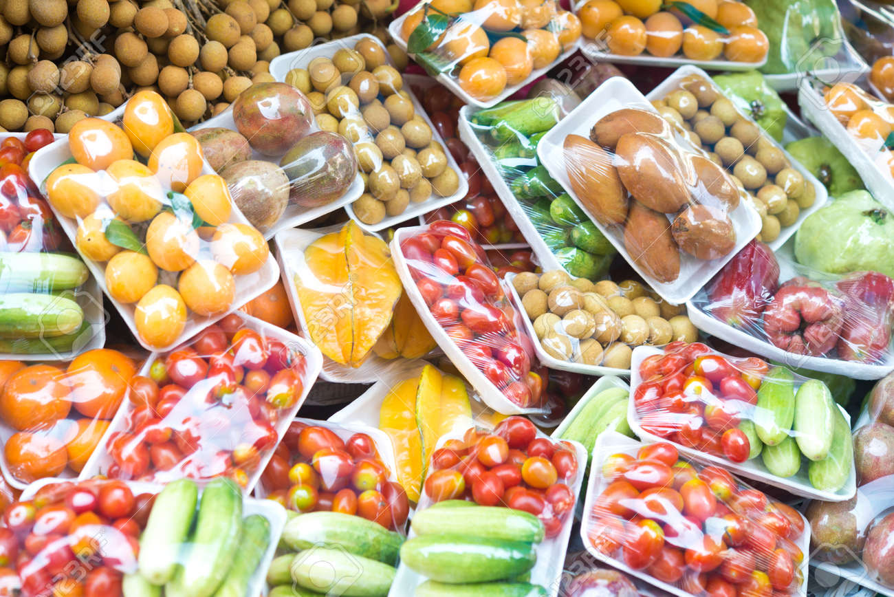 fruits and vegetables in packing Standard-Bild - 37600847
