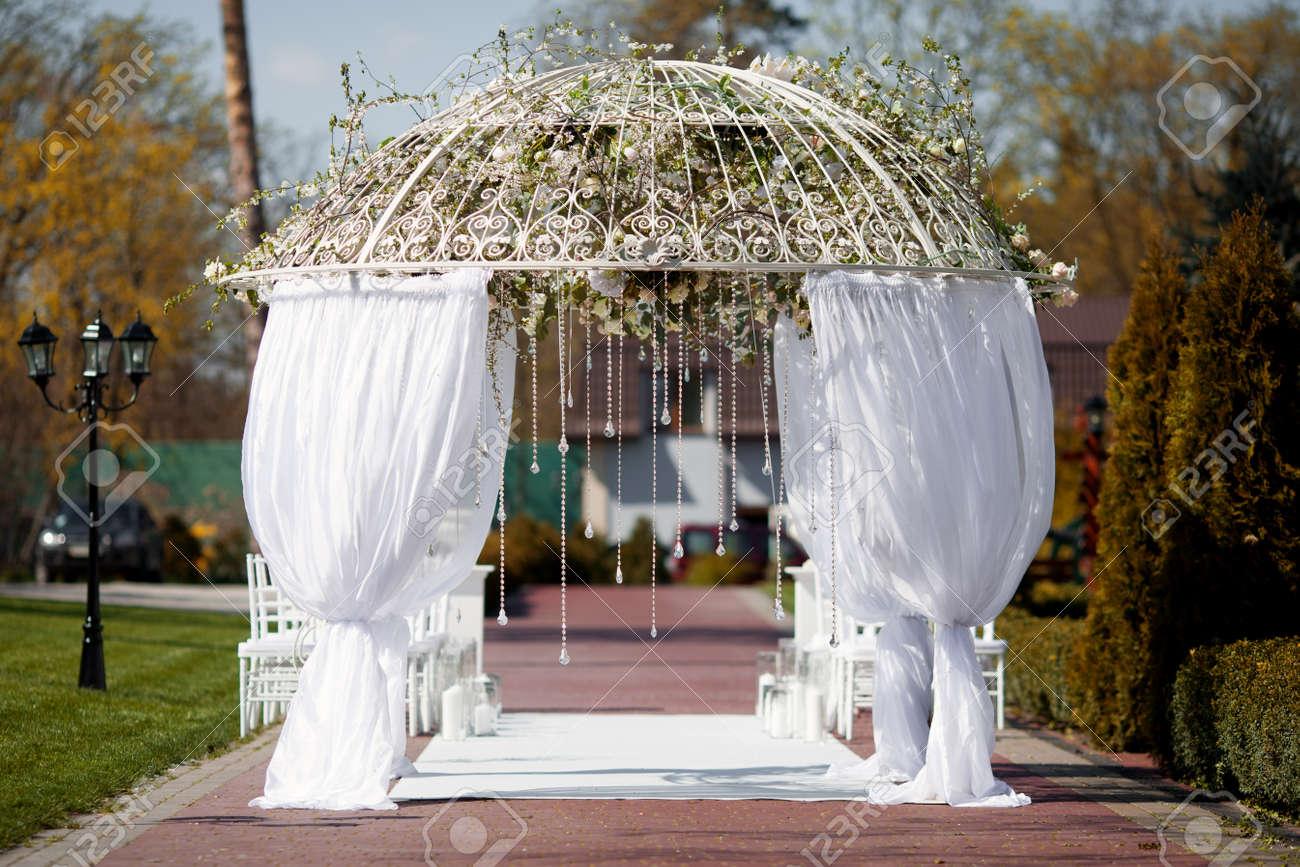 Arch Fur Hochzeitszeremonie Lizenzfreie Fotos Bilder Und Stock