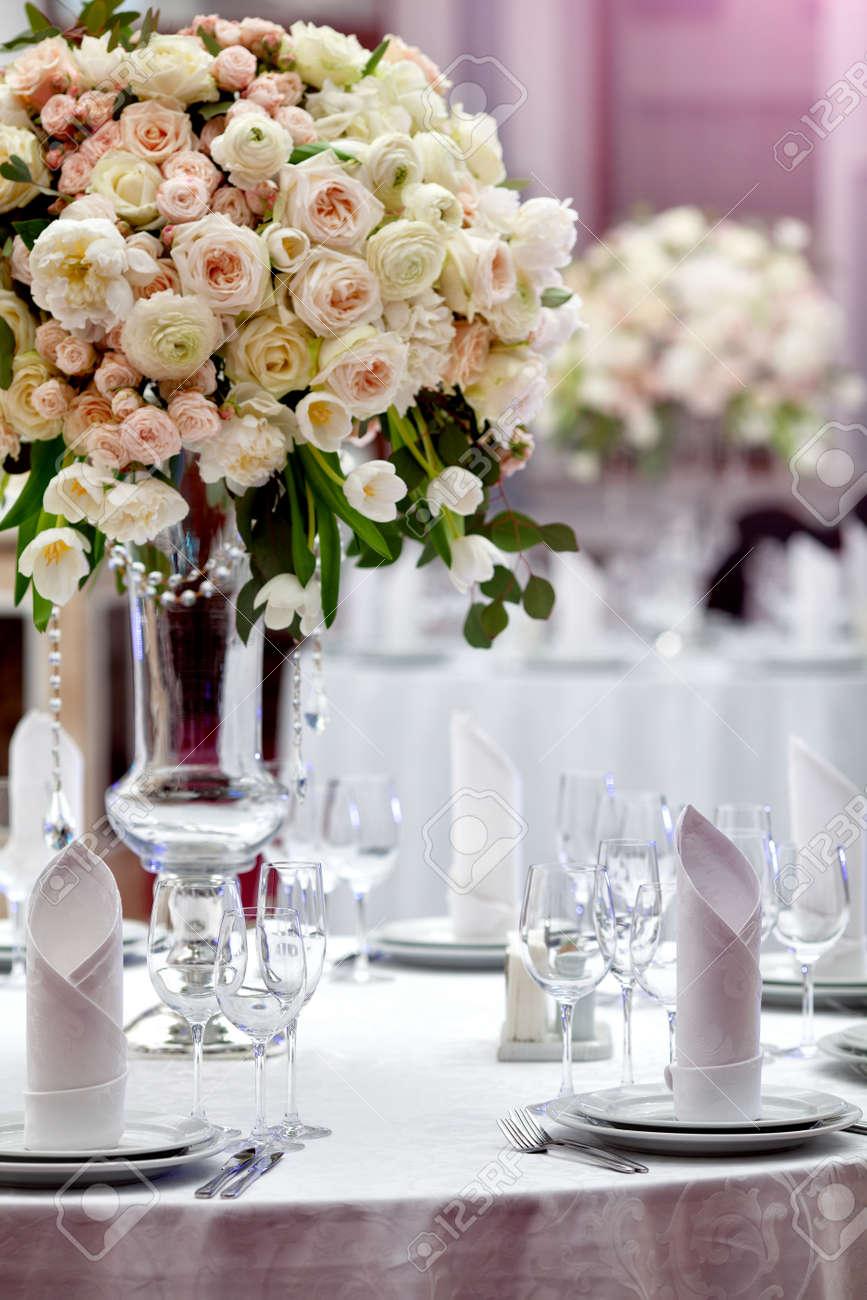 Dinner wedding table setting Stock Photo - 43870246