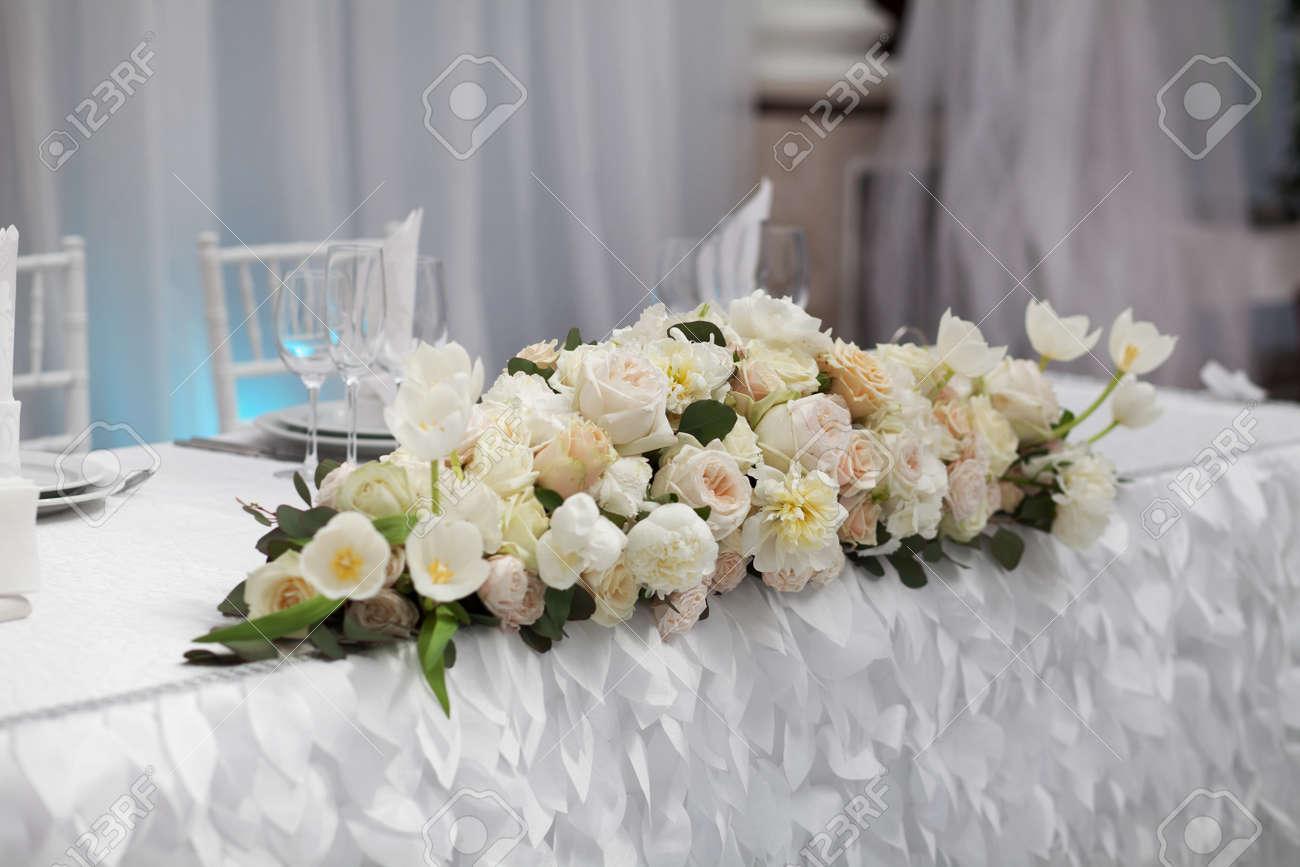 Tabelleneinstellung An Einem Luxus Hochzeit Schöne Blumen Auf Dem