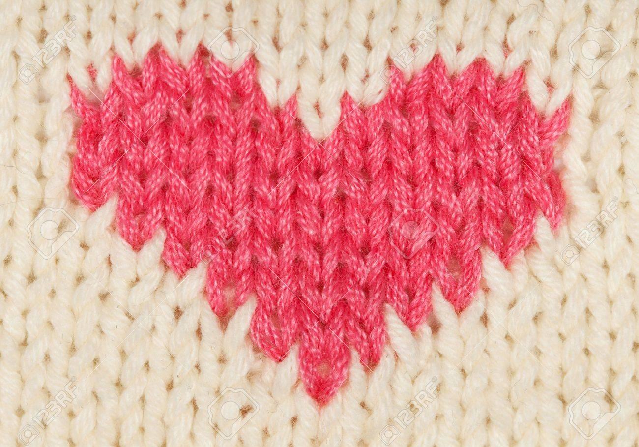 Corazón Rojo De Los Hilos De Lana Calientes De Punto Fotos, Retratos ...