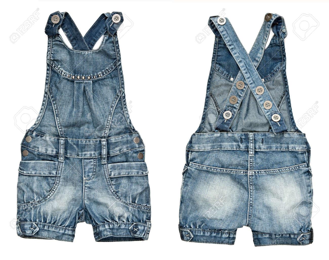 e6ad48762d Collage pantalones cortos de mezclilla para niños con tirantes sobre un  fondo blanco. imagen se