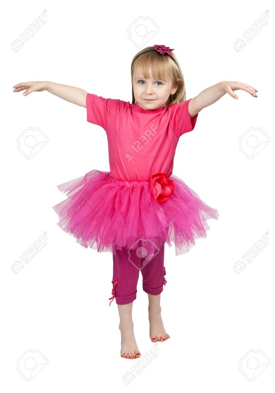 Танцует девушка в розовой юбке 2 фотография