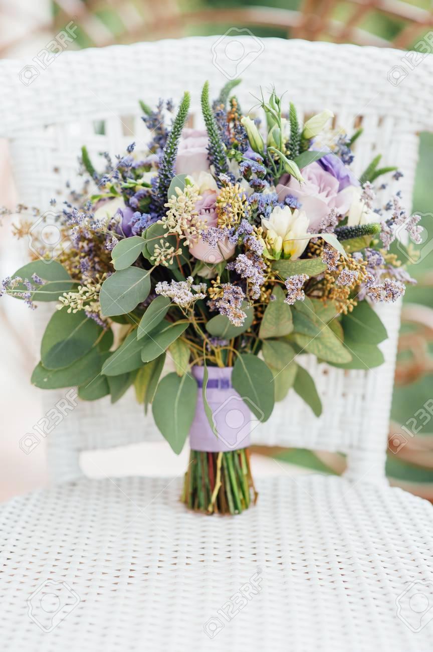 Wunderschoner Hochzeitsstrauss Aus Wildblumen Lizenzfreie Fotos