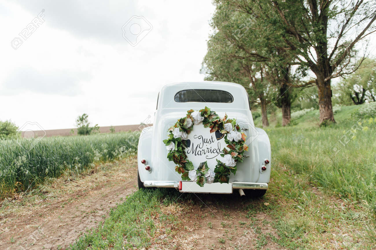 Beautiful wedding car with plate JUST MARRIED - 102692150